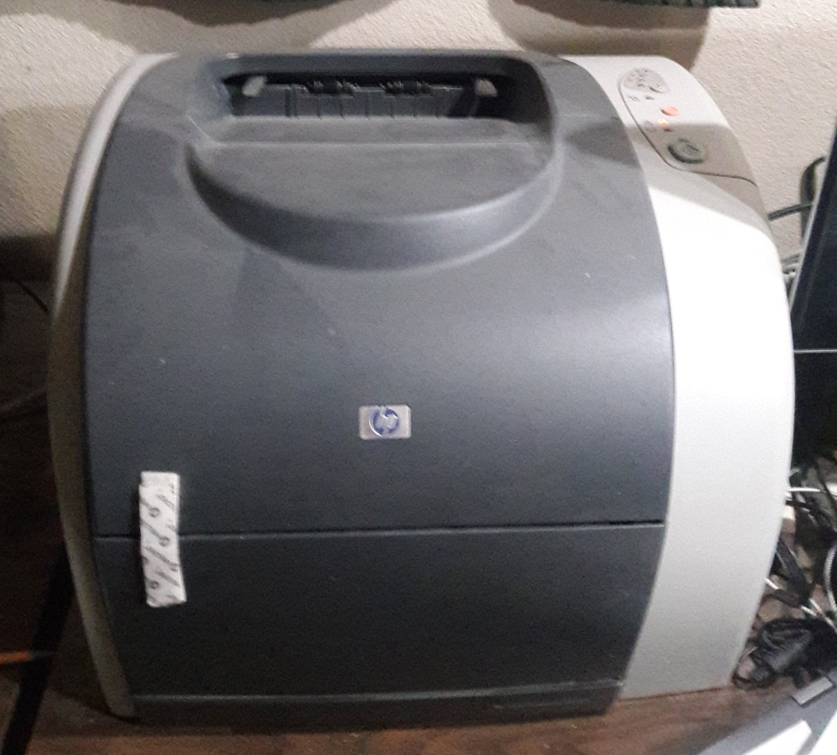 A picture of my old dinosaur printer, also from HP (an L2550 color laser printer)